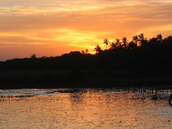 เจริโคอาโคอารา: coucher de soleil sur la lagune