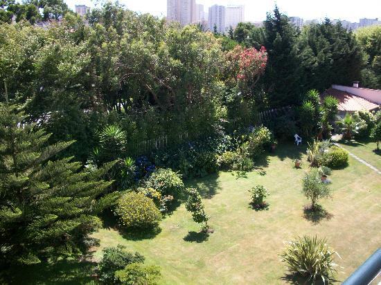 Varzinn Hotel : jardín