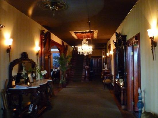 Rossmount Inn interior