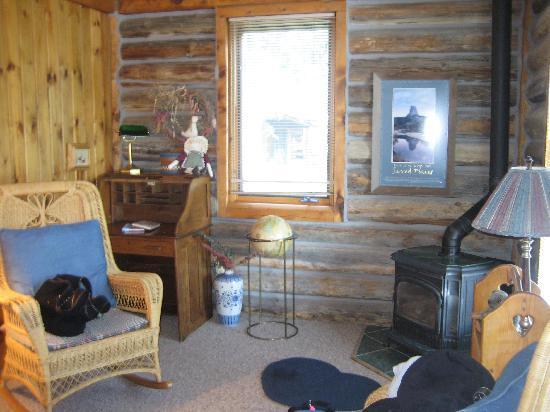 Vee Bar Guest Ranch: Inside Cabin