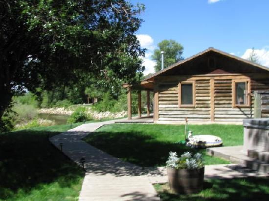 Vee Bar Guest Ranch: Cabins