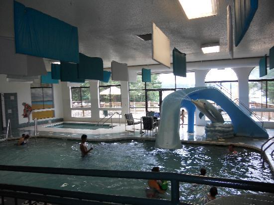 Baker's Sunset Bay Resort: Indoor Pool & Whirlpool