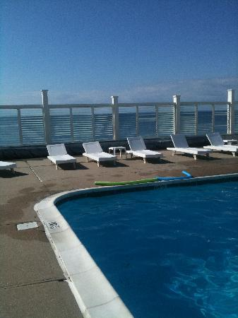Sound View Inn: Pool overlooking the Long Island Sound