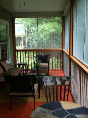 Mountain Laurel Creek Inn & Spa: screen porch
