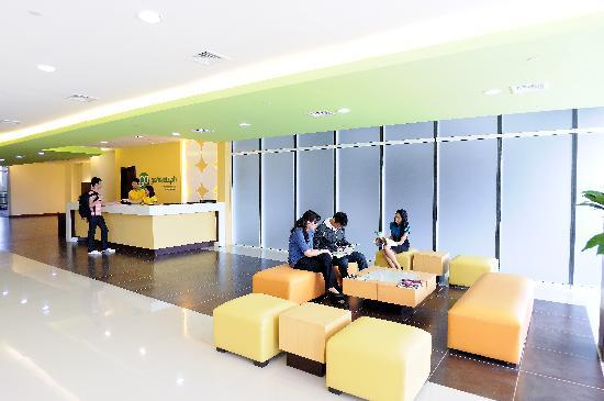 Go Hotels Mandaluyong: Lounge at Lobby