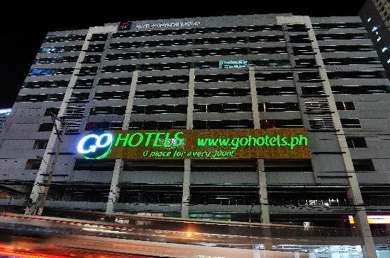 Go Hotels Mandaluyong : Facade
