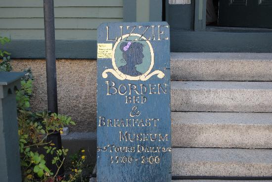 "Lizzie Borden House: This is the small yellow sign, ""Purchase tickets in rear."""