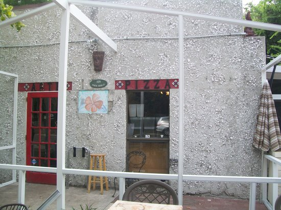 Arte Pizza: Front of the building 1