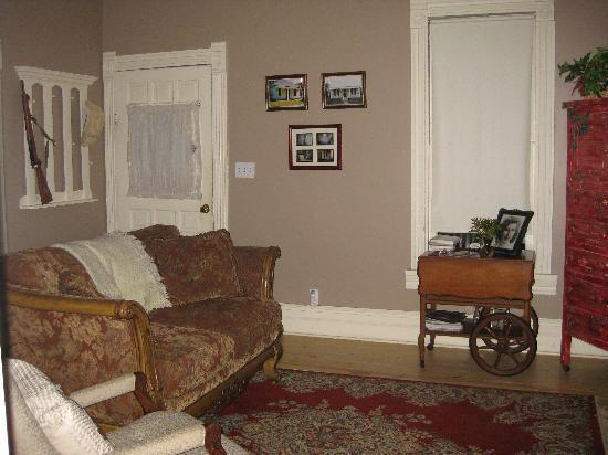 Maison D'Memoire Bed & Breakfast Cottages: The living room