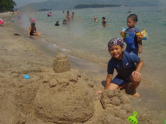 Camayan Beach Resort and Hotel: Our sand castle
