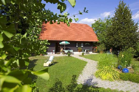 Die Herberge: Ferienhaus, ein 100jähriges Blockhaus, neben der Herberge