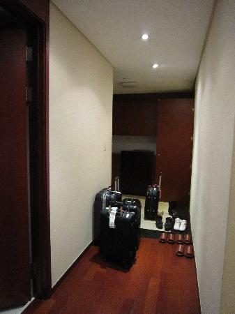 Vabien Suite I Serviced Residence: 広い玄関入っての廊下