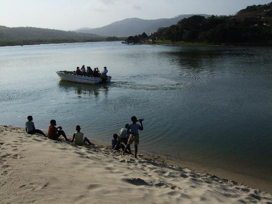 Port St Johns, Sudáfrica: Ferry across the river - appears when you ring the bell!