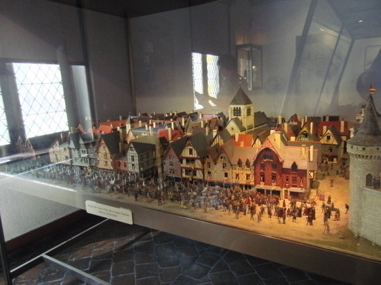 Orleans, Frankreich: One of trhe displayed models.