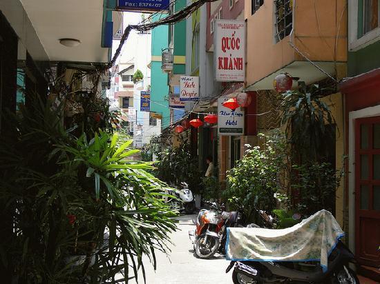 Bich Duyen Hotel: Alleyway to Bich Duyen