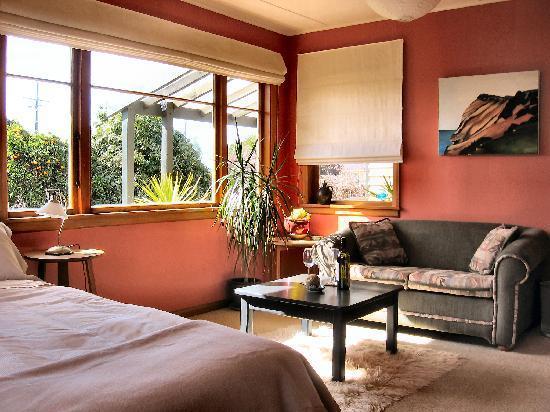 Kowhai Cottage : Bedroom