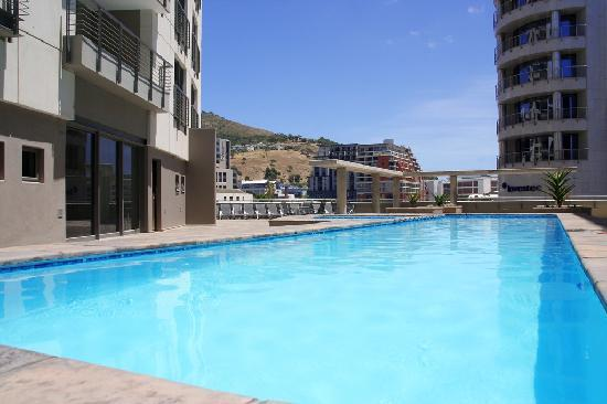 VIP Living Luxury Hotel Apartments: Swimming Pool