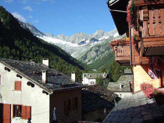 Locanda Pian del Lupo: Veduta del Monte Disgrazia dalla camera