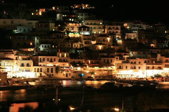 Batsi by night, depuis la Villa Arni
