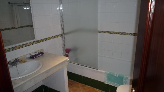 Hotel Tarik: Baño