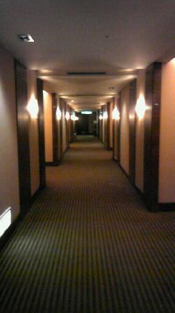 Miramar Garden Taipei: ホテルの通路も清掃がいきとどいて、とても静かです。