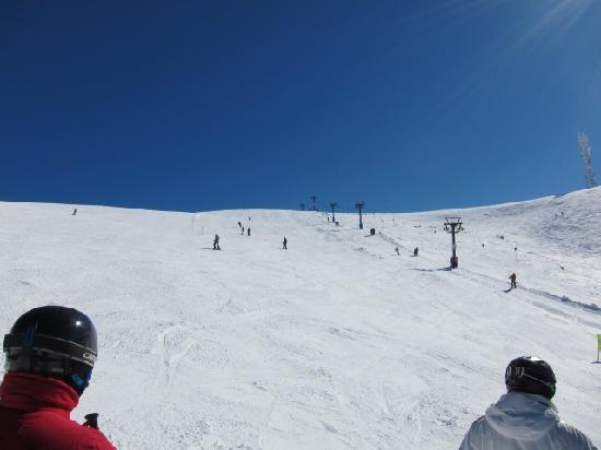 Mount Hotham Alpine Resort: The Drift リフト横のコース