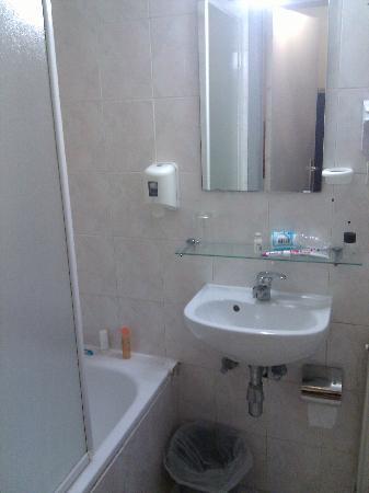 Hôtel Aristote: Bathroom