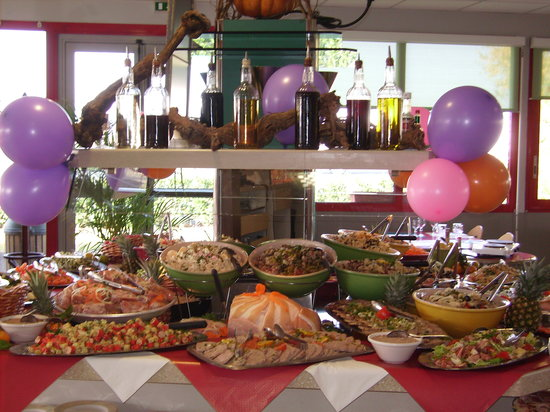Toulon-sur-Allier, Fransa: notre buffet