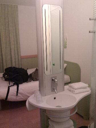 Hotel Ibis Budget Brugge Centrum Station: The room