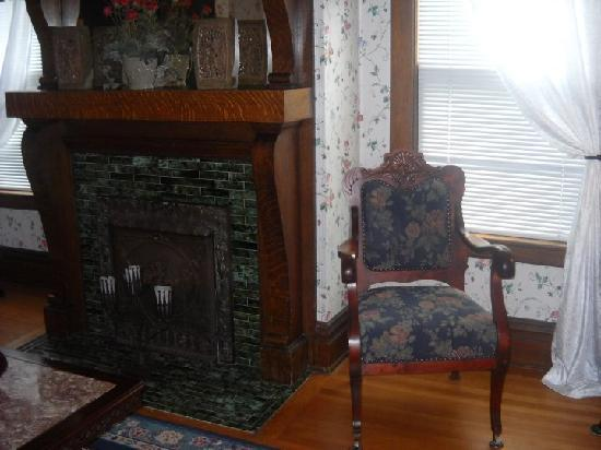 Castle in the Country Bed & Breakfast Inn: English Rose Suite