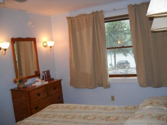 The Inn at Starlight Lake: bedroom