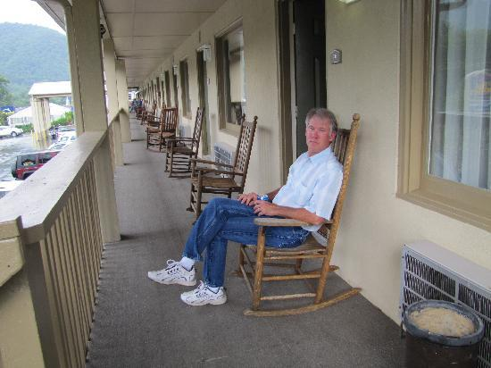BEST WESTERN Mountainbrook Inn: the balcony and rockin' chair