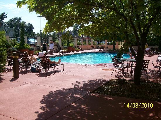 University Plaza Hotel and Convention Center: Outdoor Pool!