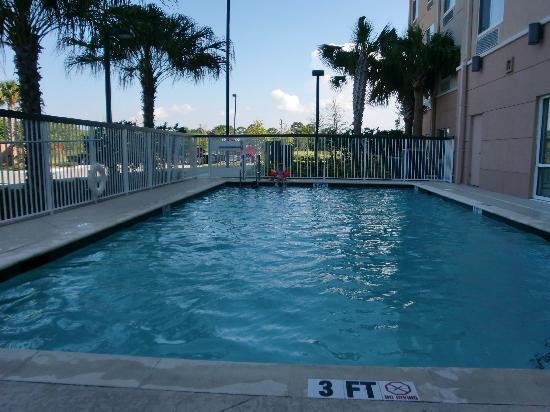 Fairfield Inn & Suites Fort Pierce: Pool