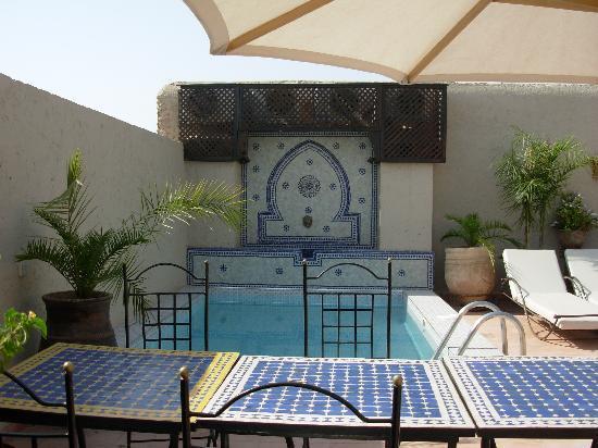 Riad le Clos des Arts: Foto della terrazza con piscina del riad