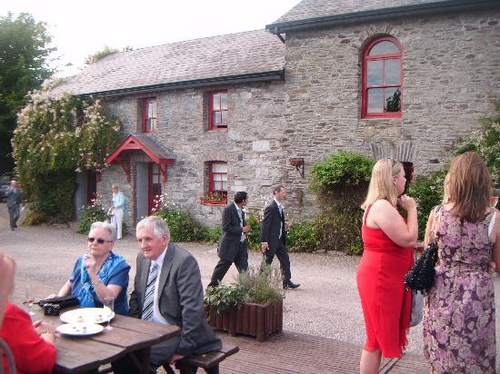 Barnabrow Country House: The Champagne reception on terrace