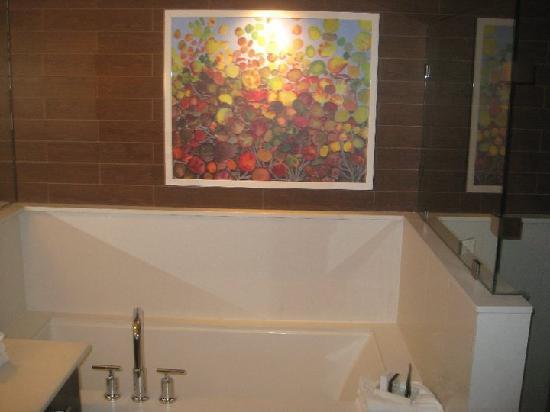 City Loft Hotel: Tub
