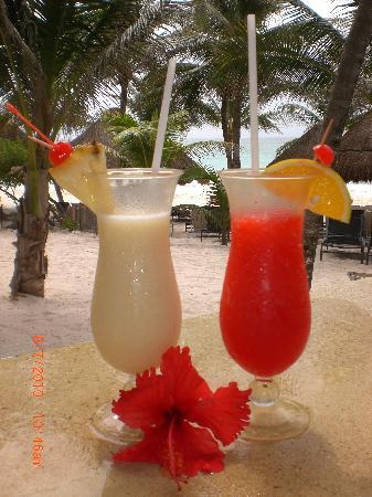 Catalonia Royal Tulum: Drinks by the beach!