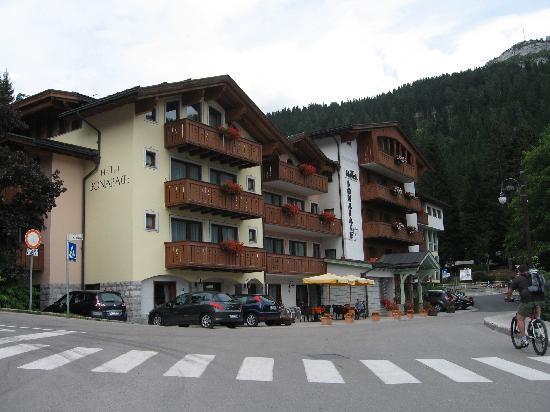 Hotel Bonapace: Ad un passo dalle montagne e al centro del paese