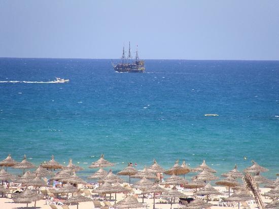 Concorde Hotel Marco Polo: Mer (Vue de la plage de l'hotel)