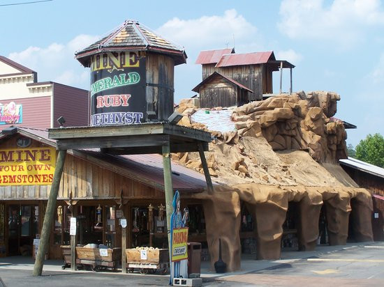 ‪Pigeon Forge Gem Mine‬