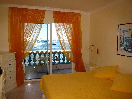 Baie Dorée Hotel : Standard Room (all  have seaviews) with its strangely garrish interriors - Room 12
