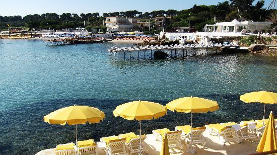 Baie Dorée Hotel : Step off a few steps & one is in lovely warm sea