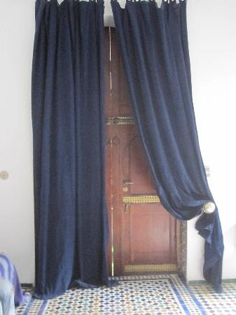 "Riad Laaroussa Hotel and Spa : door ""chambre bleu"""