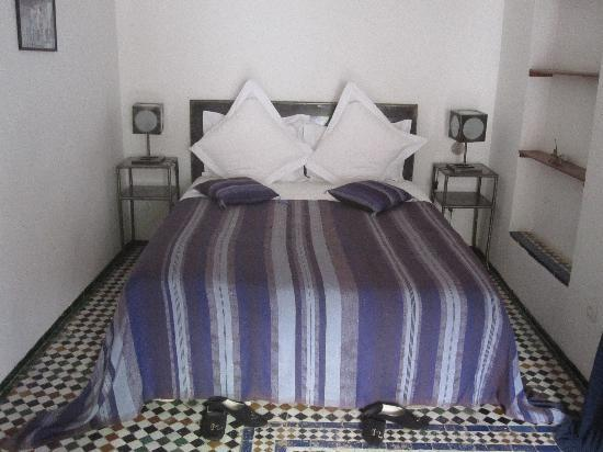 Riad Laaroussa: chambre bleu