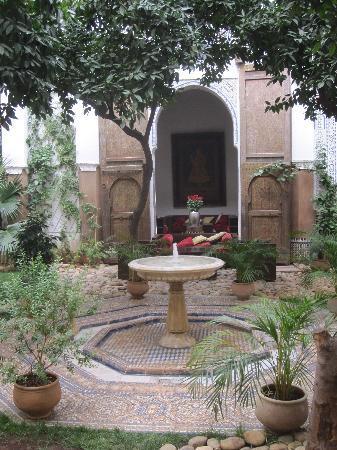 Riad Laaroussa: Courtyard