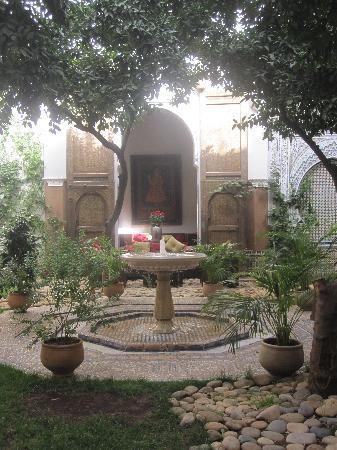Riad Laaroussa Hotel and Spa : courtyard