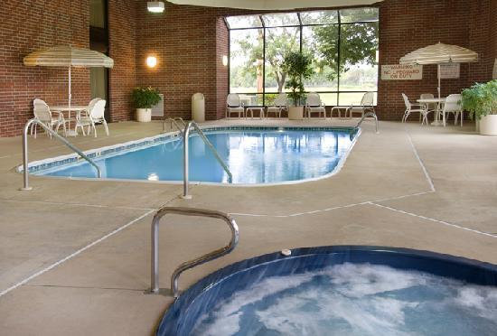 Drury Inn & Suites Springfield: Pool