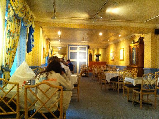 Cranley Gardens Hotel: dining room in which breakfast is served
