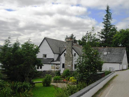 Lairg, UK: Overscaig House Hotel by Loch Shin